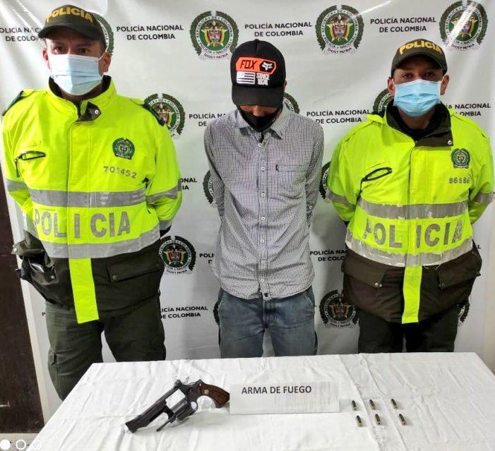 Capturan a hombre con arma de fuego mientras caminaba cerca del barrio Torrentes de Soacha