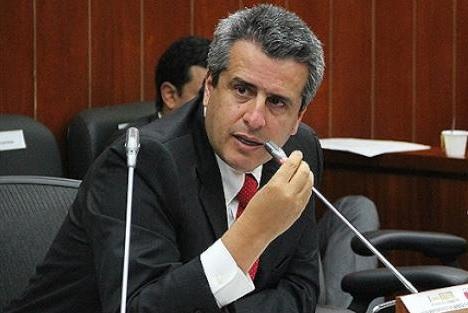 Luis Fernando Velasco lanza su precandidatura a la presidencia