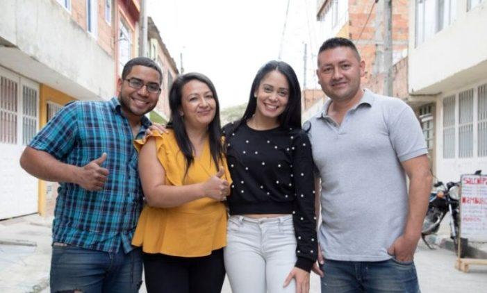 Inmigrante venezolana en Colombia es reconocida líder social de Soacha
