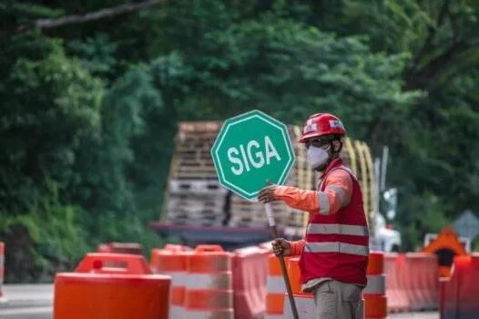 Viajeros atentos a obras en ejecución por la vía Bogotá-Girardot